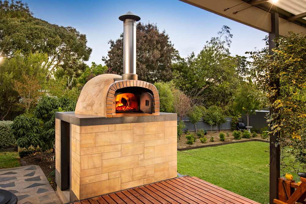 Beautiful Outdoor Wood Fired Pizza Oven
